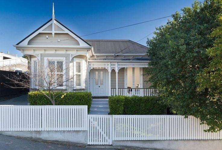 https://andrewshousemovers.co.nz/wp-content/uploads/2021/07/villa-exterior-colour-scheme-_-paint-schemes-beautiful-buildings-exterior-paint-kiwi-entrance-villas.jpeg